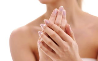 Почему ногти становятся волнистыми на пальцах рук